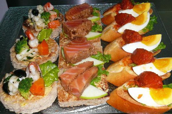 tổ-chức-một-bữa-tiệc-buffet